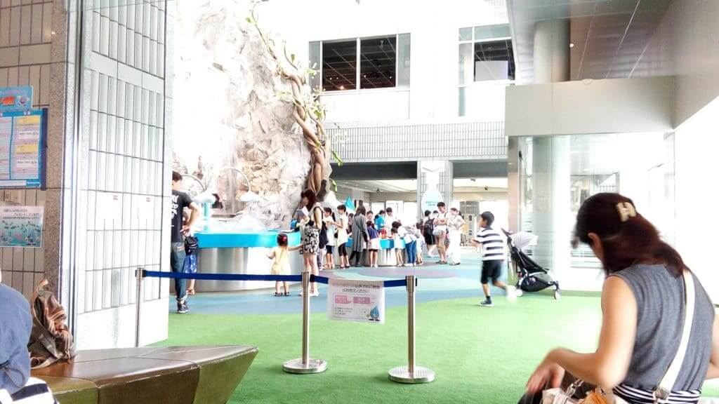 【江東区】お台場・東京都水の科学館は水遊びができる!アクセスについて